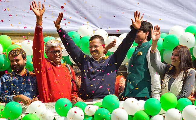 arvind-kejriwal-aap-leaders-celebrate_650x400_51423555093